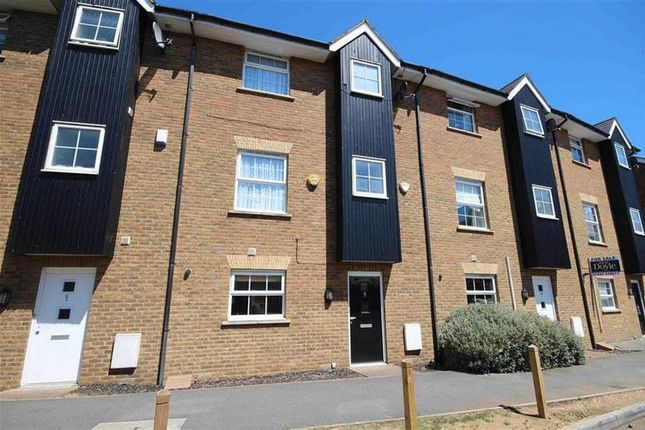 Thumbnail Town house to rent in Fourdrinier Way, Hemel Hempstead