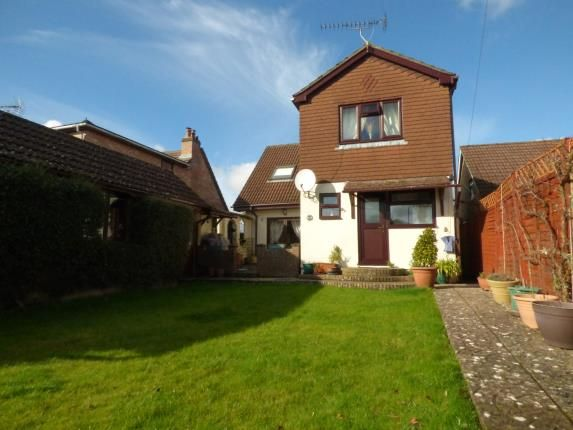 Thumbnail Bungalow for sale in Clanfield, Waterlooville, Hampshire