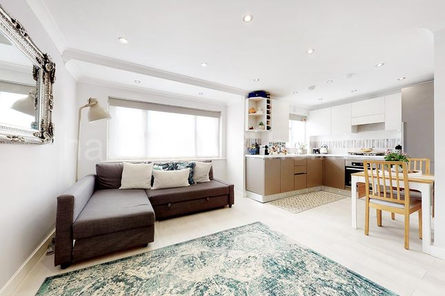 1 bed flat for sale in Park Road, London NW4