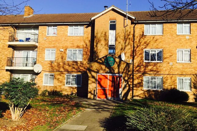 Thumbnail Flat to rent in Croyde Avenue, Hayes