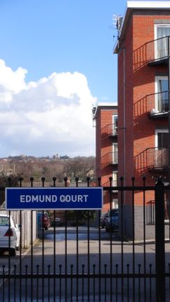 2 bed flat to rent in Edmund Court, Sheffield