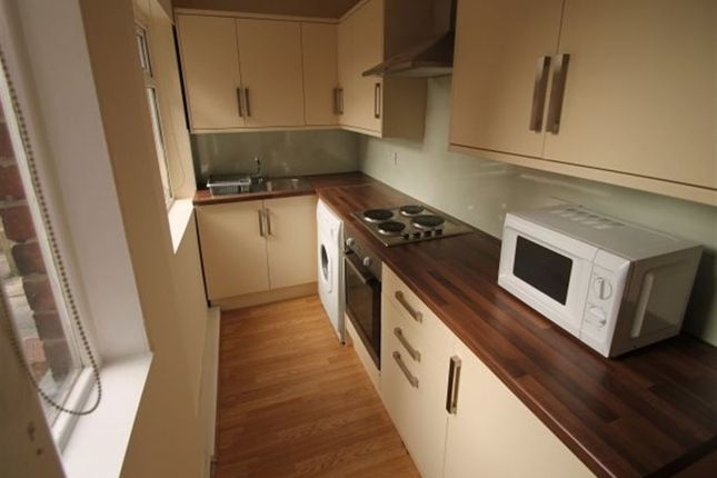 Thumbnail Terraced house to rent in Hessle View, Hyde Park, Leeds