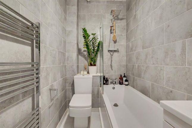 6_Bathroom-0 of Highgate Hill, London N19