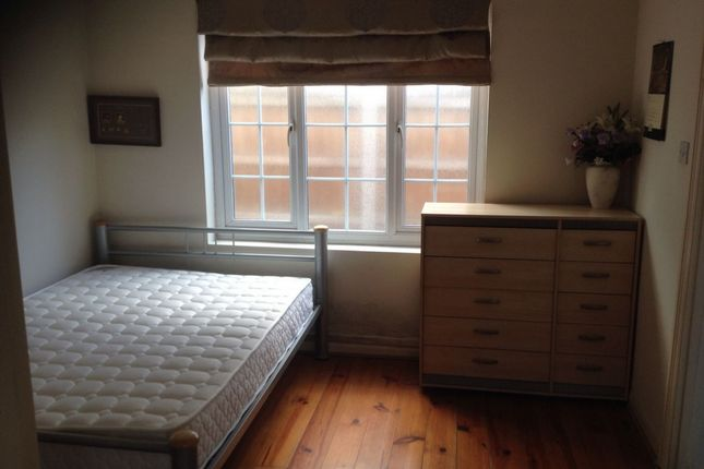 Thumbnail Flat to rent in Gaysham Avenue, Gants Hill