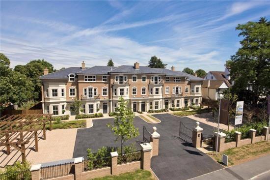 Thumbnail Property for sale in Oatlands Chase, Weybridge, Surrey