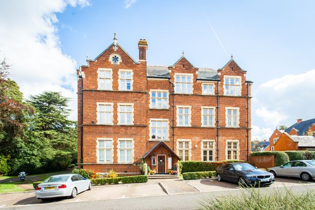 Thumbnail Flat for sale in Lavender Close, Leatherhead