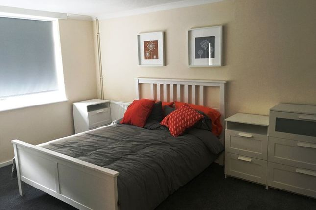 Thumbnail Room to rent in Collingwood Walk, Andover