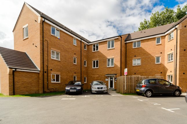Thumbnail Flat for sale in Chimes Court, Rugby