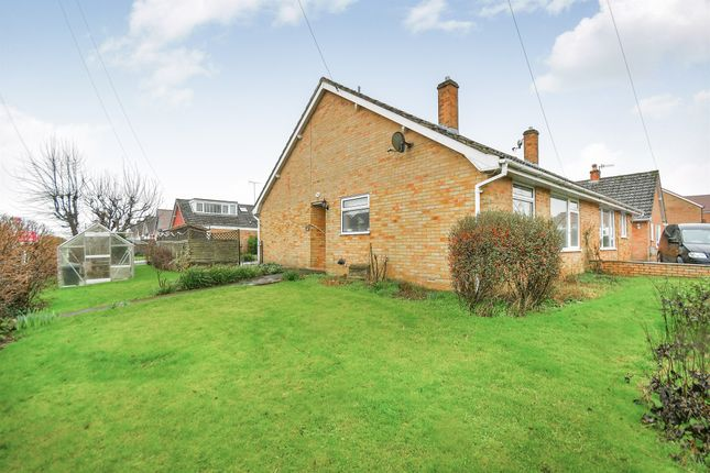 Thumbnail Semi-detached house for sale in Fairway, Calne