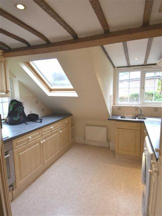 Flat to rent in High Street, Thames Ditton, London