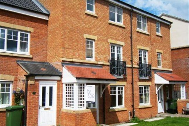 Thumbnail Town house to rent in Ovett Gardens, Gateshead