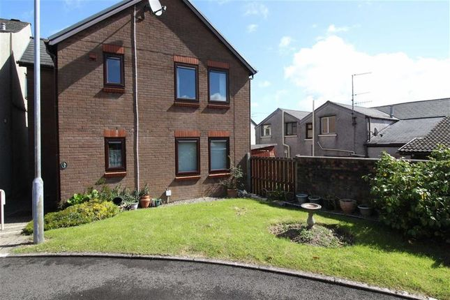 Flat for sale in Aneurin Bevan Court, Pontypool, Torfaen
