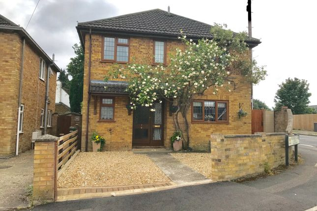 Thumbnail Detached house for sale in Moorside Close, Farnborough
