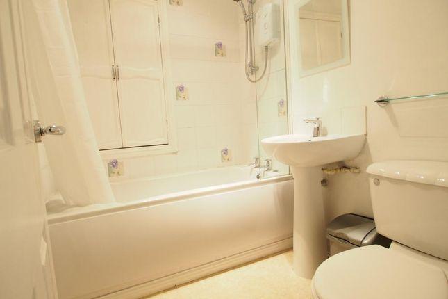 Bathroom of Roslin Street, First Floor Right AB24
