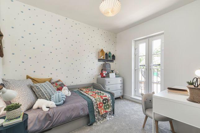 Bedroom 3 of De Burgh Gardens, Tadworth KT20