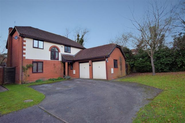 Thumbnail Detached house for sale in Hunters Way, Spencers Wood, Reading