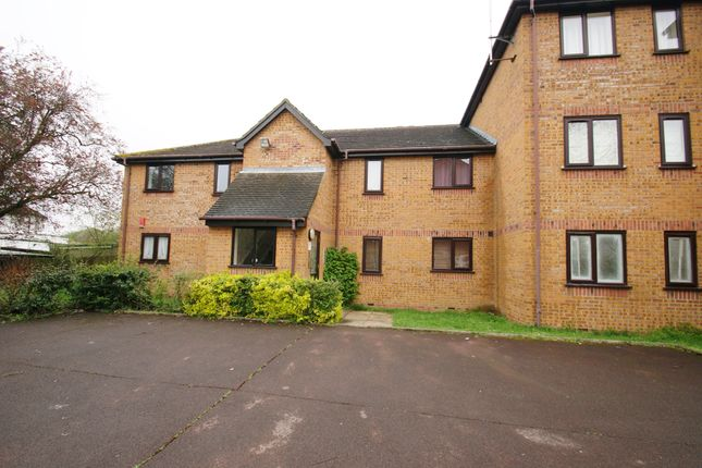 2 bed flat to rent in Brindley Close, Wembley