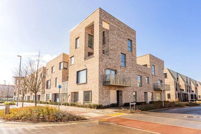 Thumbnail Flat for sale in Eddington Avenue, Cambridge