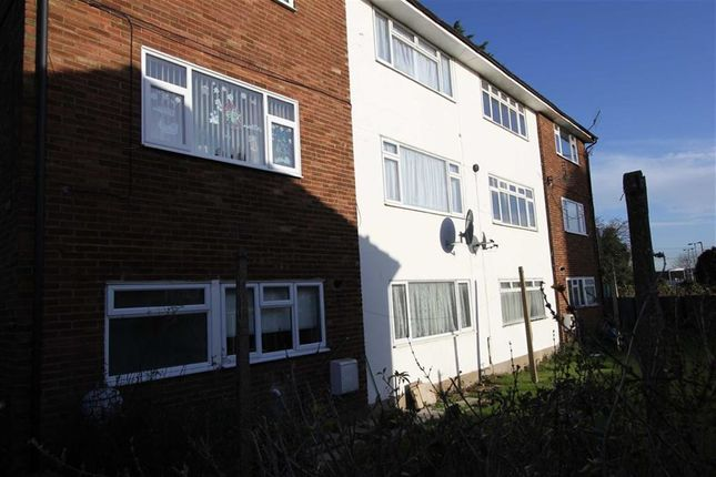 Thumbnail Flat to rent in Market Avenue, Wickford, Essex