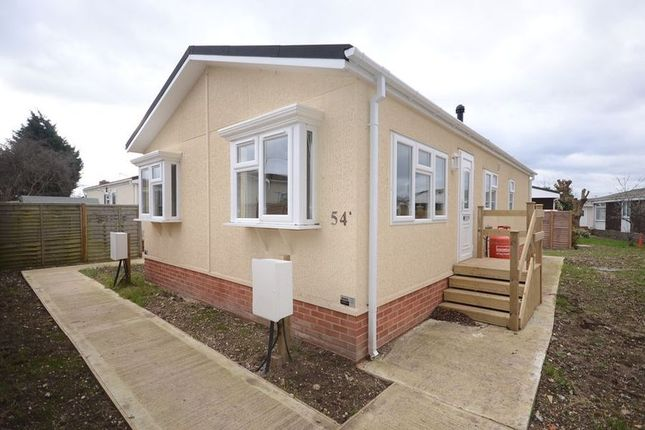 Thumbnail Mobile/park home to rent in Mere Oak Park, Three Mile Cross, Reading