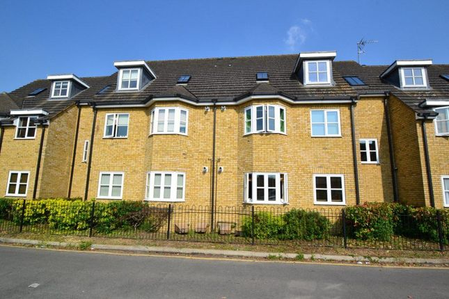 Thumbnail Flat to rent in Brocket Road, Hoddesdon
