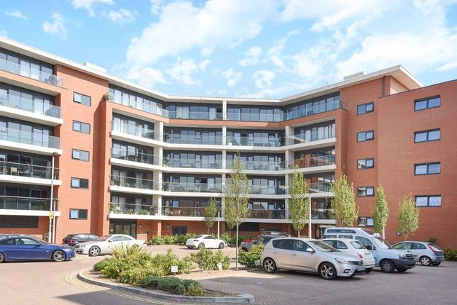 Thumbnail Flat for sale in Chatham House, Newbury
