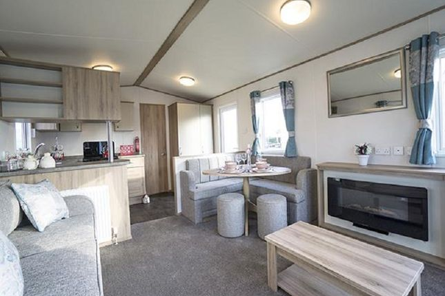 2 bed mobile/park home for sale in Burgh Road, Skegness, Lincolnshire.