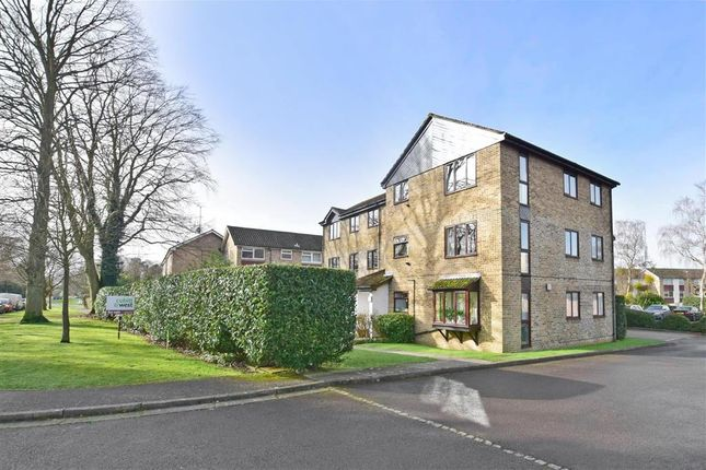 2 bed flat for sale in Comptons Lane, Horsham, West Sussex