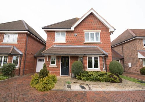 Thumbnail Detached house to rent in Woodside Gardens, Marlow, Buckinghamshire