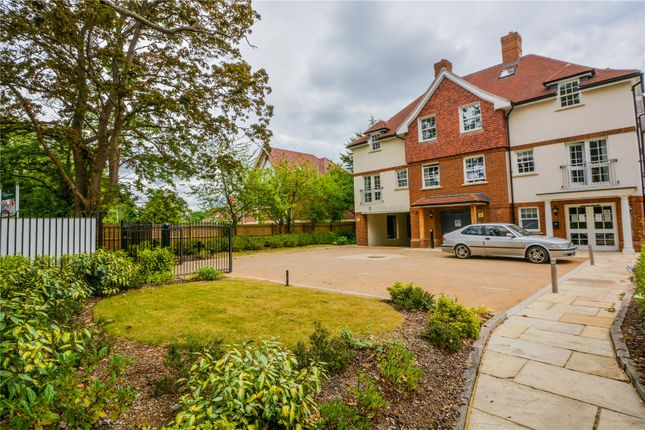 Thumbnail Flat for sale in Wiltshire Road, Wokingham