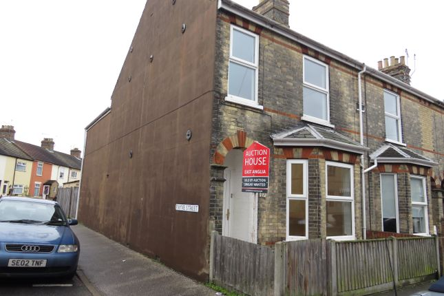 3 bed property to rent in Salisbury Road, Lowestoft
