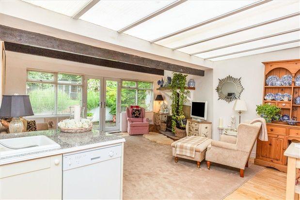 Family Room of Whinfield Lane, Ashton-On-Ribble, Preston PR2