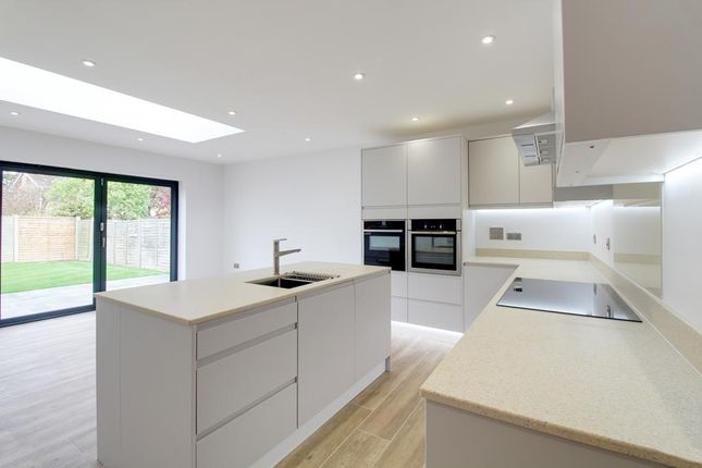 Thumbnail Detached bungalow for sale in Grove Park, Tring