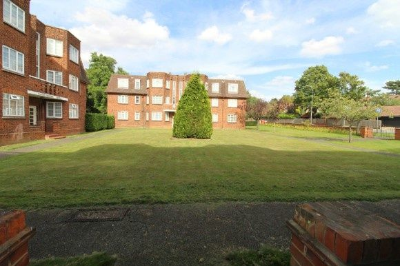 2 bed flat to rent in Valley Road, Ipswich