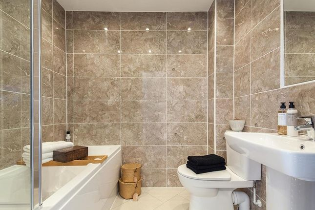 "Family Bathroom of ""Alderney"" at Kimlers Way, St. Martin, Looe PL13"