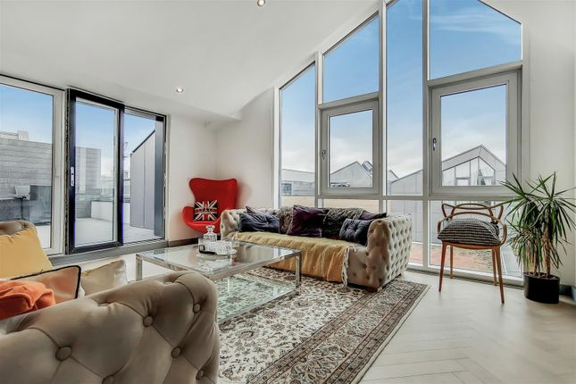Thumbnail Flat for sale in Collendale Road, London
