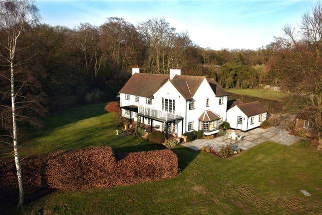 Thumbnail Detached house to rent in Hawthorn Lane, Farnham Common, Bucks