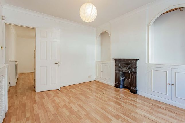 Thumbnail Terraced house to rent in Victoria Road, Watford