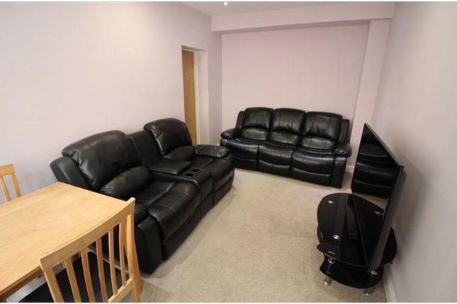 Duplex to rent in Westgate, Town Center, Huddersfield