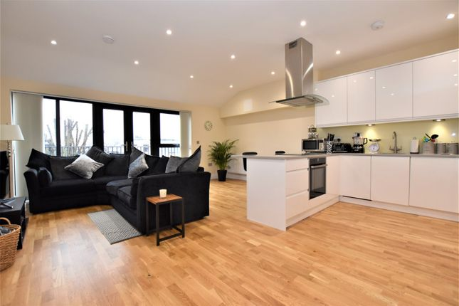 Thumbnail Flat for sale in 9 Lind Road, Sutton