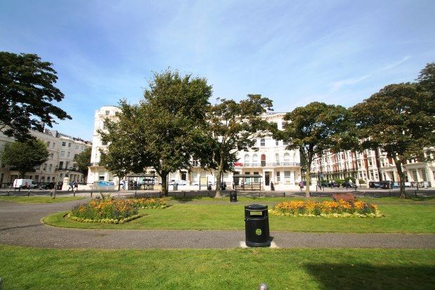 Thumbnail Flat to rent in Palmeira Mansions, Hove