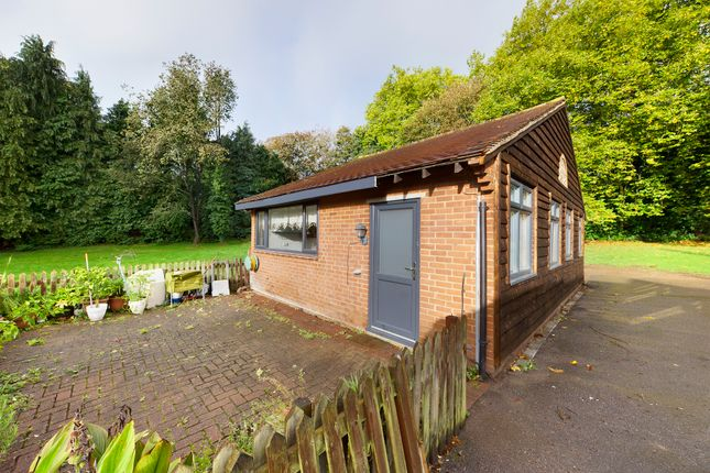 2 bed detached bungalow to rent in Bath Road, Knowl Hill, Reading RG10
