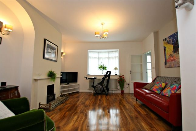 2 bed terraced bungalow to rent in Johnston Terrace, Cricklewood, London NW2