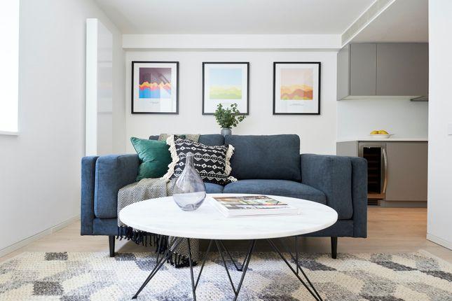 Serviced flat to rent in Great Portland Street, London W1W