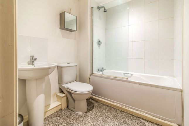 Bathroom of Elmira Way, Salford M5