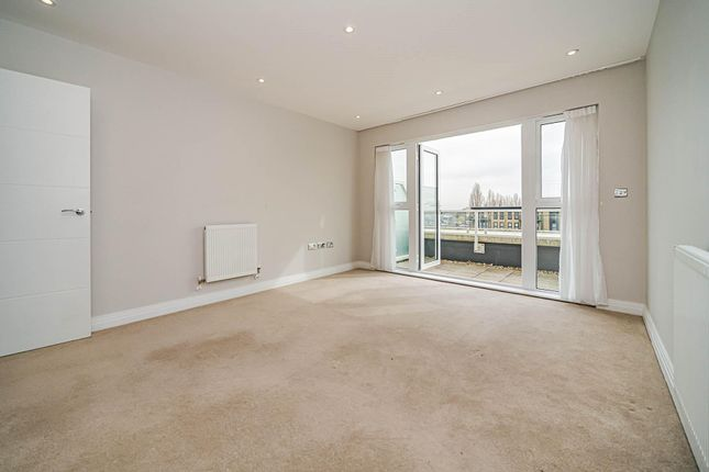 Thumbnail Flat to rent in Bessemer Road, Welwyn Garden City