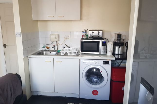 Thumbnail Flat to rent in Goodmayes Close, Bedford