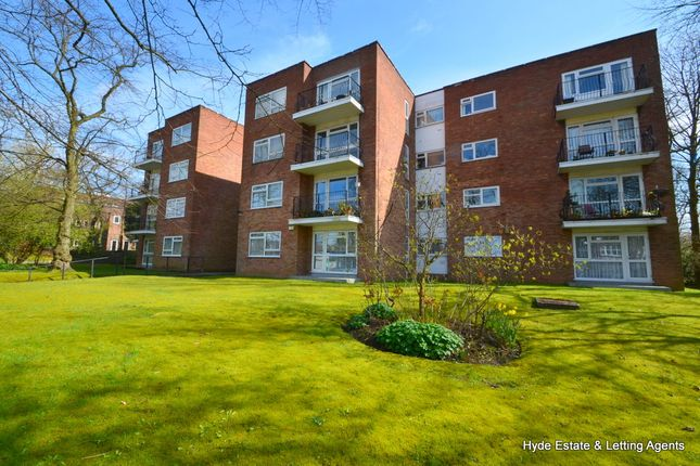 2 bed flat to rent in Middleton Road, Crumpsall, Manchester