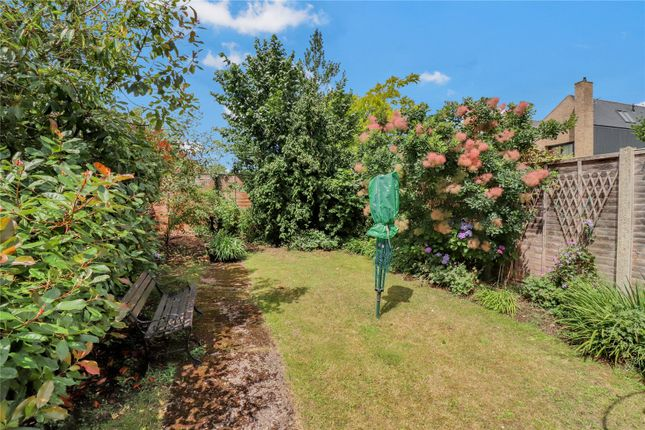 Garden of Blackthorn Close, Watford WD25