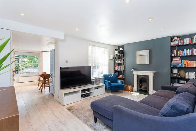 Thumbnail Flat for sale in Sparsholt Road, London